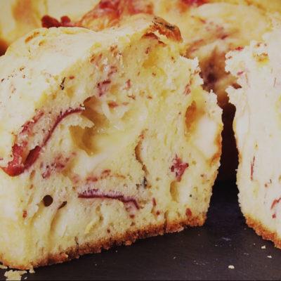 Muffins salati con bresaola della valtellina igp e provola