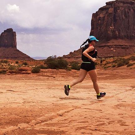 Correre o camminare? Benefici della camminata sportiva